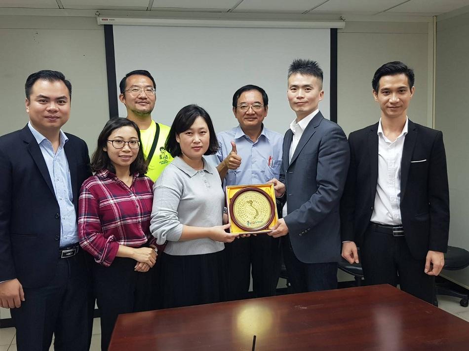 Đại diện ICOEdu ký kết hợp tác với trường Đại học KHKT Hoàn Cầu