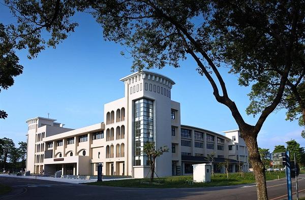 Khuôn viên trường ĐH KHKT Hoàn Cầu