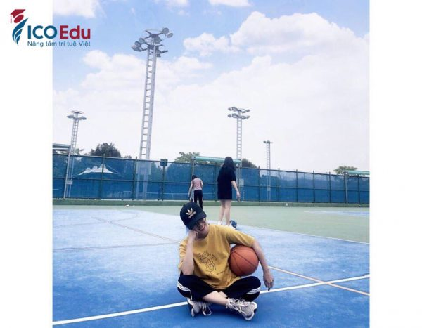 Du học sinh Đài Loan ICOEdu tham gia môn bóng rổ.